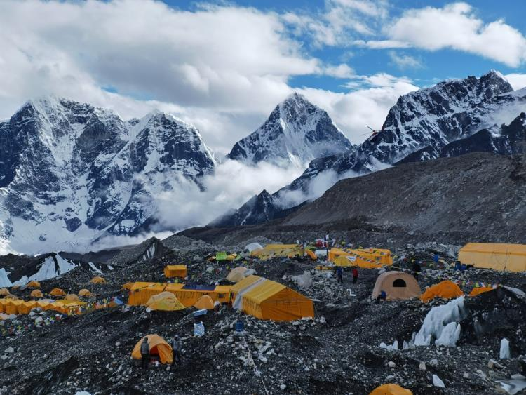 尼泊尔珠峰中国登山队向导:队内近半数人确诊新冠