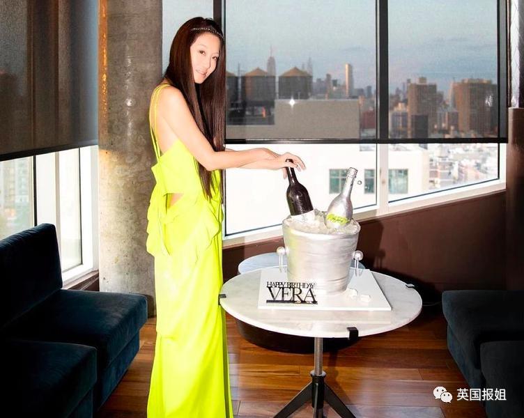 纽约婚纱女王72岁生日惊艳全场,网友看傻了...