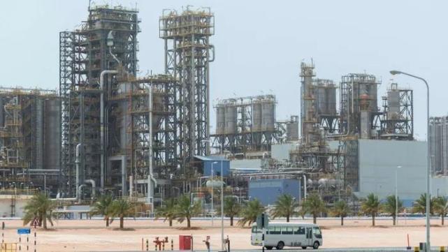 阿联酋与沙特吵翻:国际油价到底听谁的?!