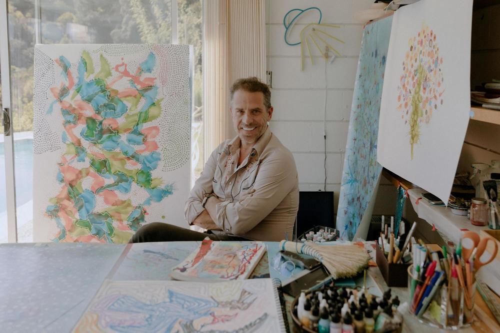拜登儿一幅画售50万惹议,白宫:他有权追求艺术
