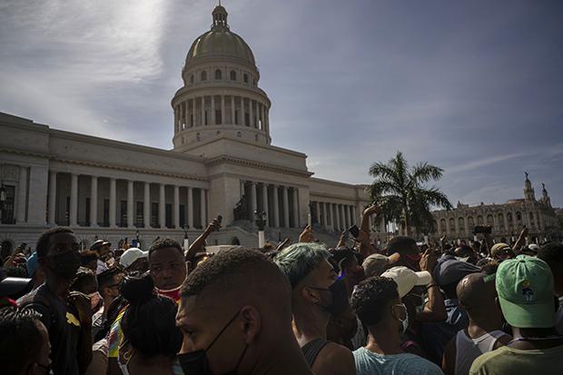"""古巴民众罕见街头高喊""""自由"""" 中国关注 大变革前夜?"""