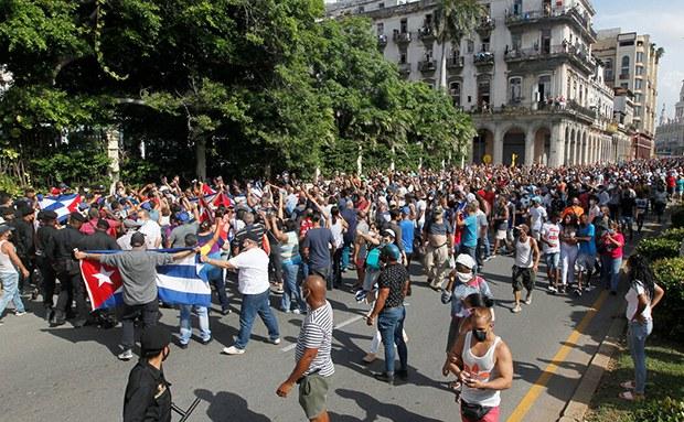 古巴民众罕见街头高喊自由 中国关注 大变革前夜