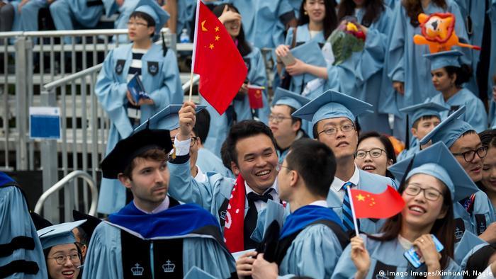 """""""愤怒和屈辱"""":1项美国总统令 成为中国大学生的梦魇"""