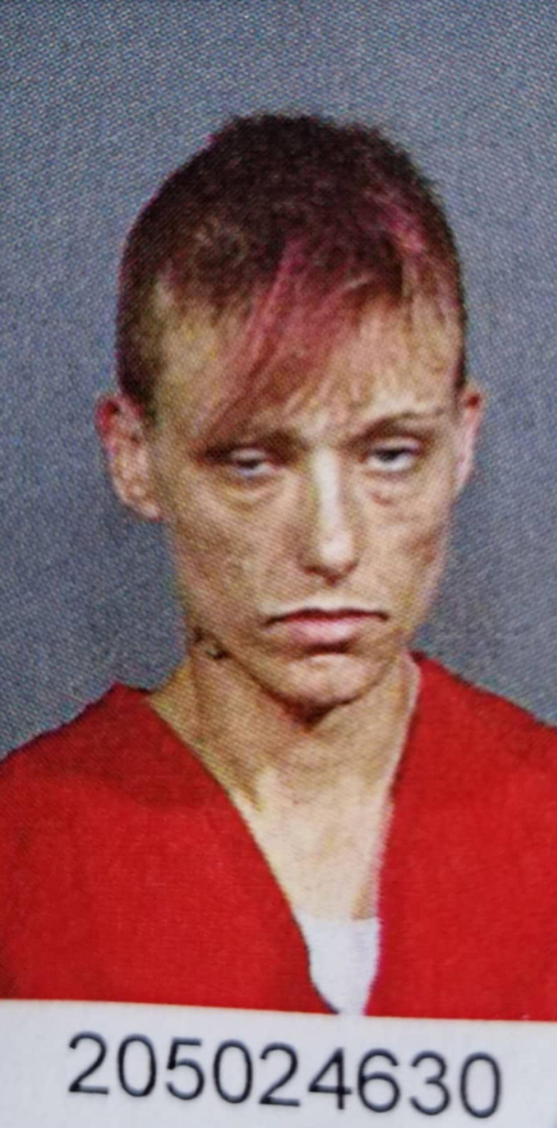 美女子6岁吸大麻 40岁发奋戒毒还从名校毕业 对比照疯传