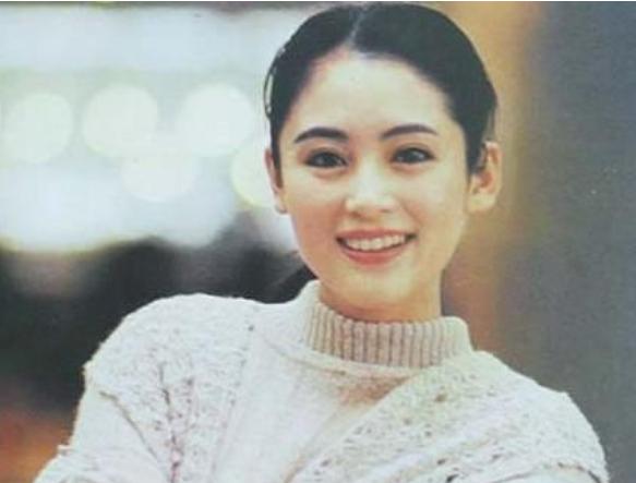 """被称为""""内娱第一美人""""?陈红简单的回眸也是经典"""