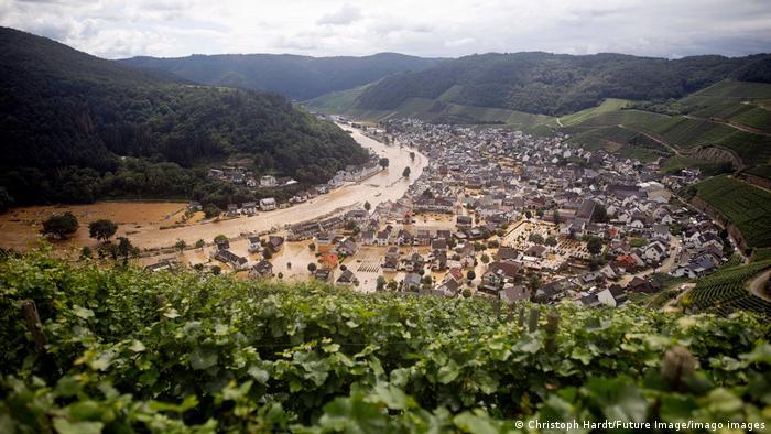 风景如画的山谷 如今面目全非 灾前灾后对比照惊人