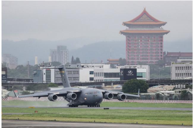"""又一美国""""军机""""台湾快闪 北京""""底线""""何在"""