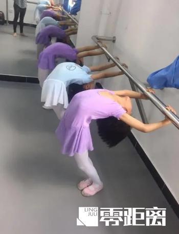 """女孩帮""""下腰""""的同学起身致其瘫痪,判决来了!"""