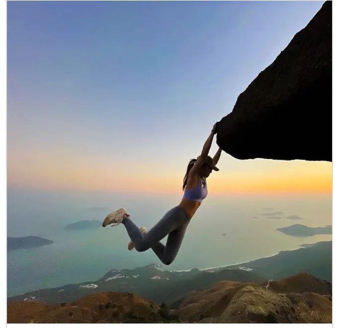 悲剧!32岁女网红坠崖身亡,只为拍一张美照