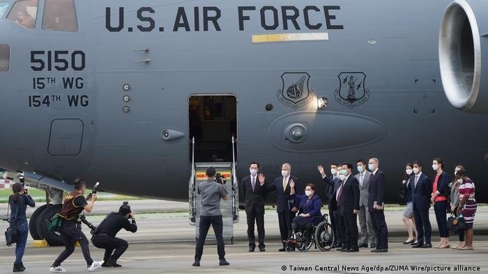 """两月内3架美军机降落台湾 """"接下来就是行动了""""?"""