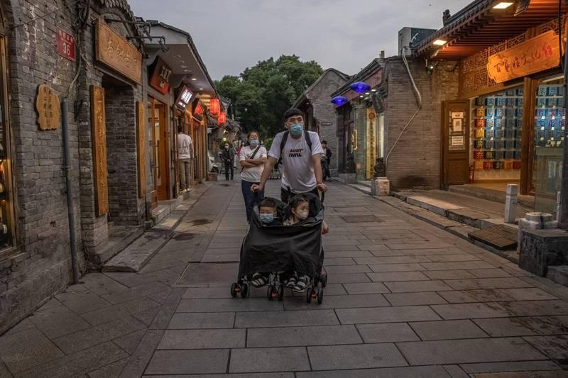 """中国宣布取消""""社会抚养费"""" 废止相关处罚 引发一联想"""