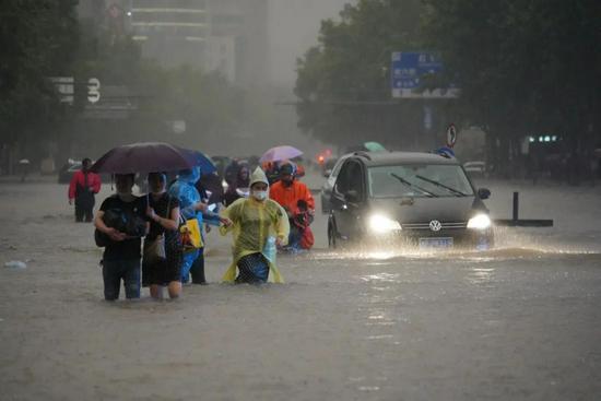 灾难当前为何地铁不停运?郑州地铁生死营救