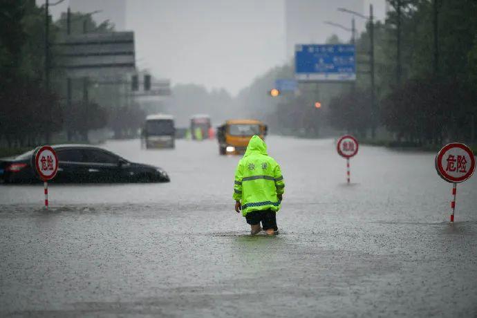 自媒体时代的郑州暴雨:能做的只有自救而已