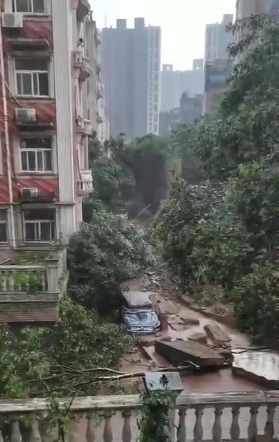 郑州小区围墙暴雨中倒塌致死 系该地首家欧式建筑