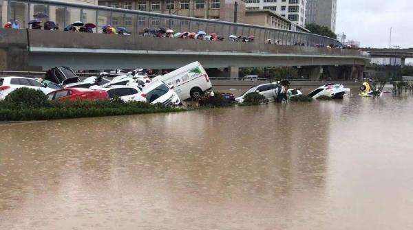 积水13米的郑州京广隧道 已打捞出两具遗体