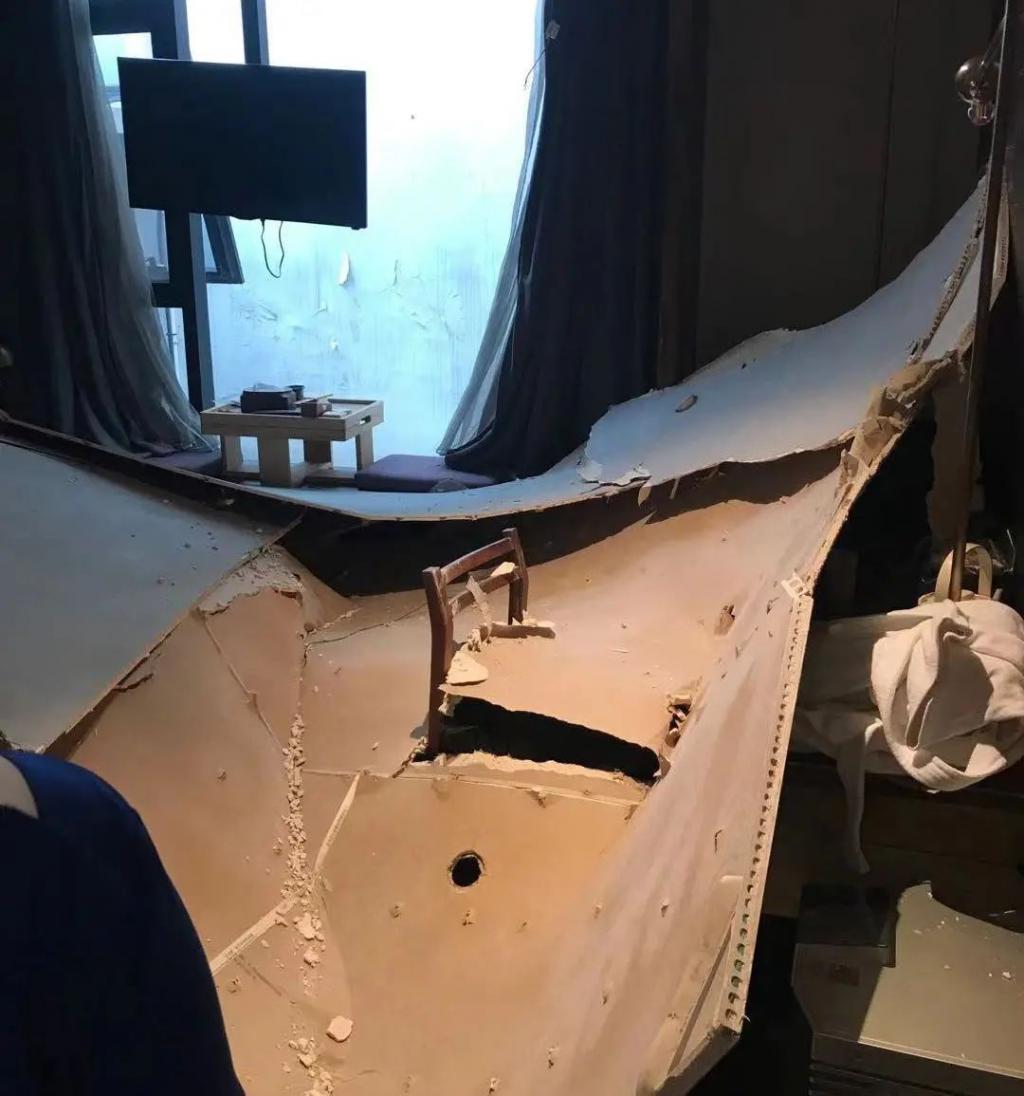 酒店客房天花板坍塌,睡梦中的母女险遭横祸…