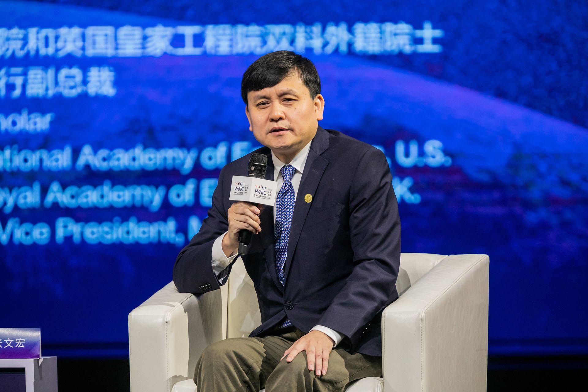 张文宏若被打倒,中国就离文革就不远了