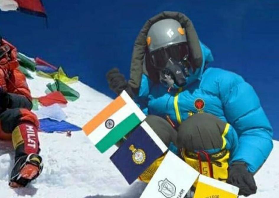 两名印度人晒照谎称登顶珠峰,被尼泊尔揭穿