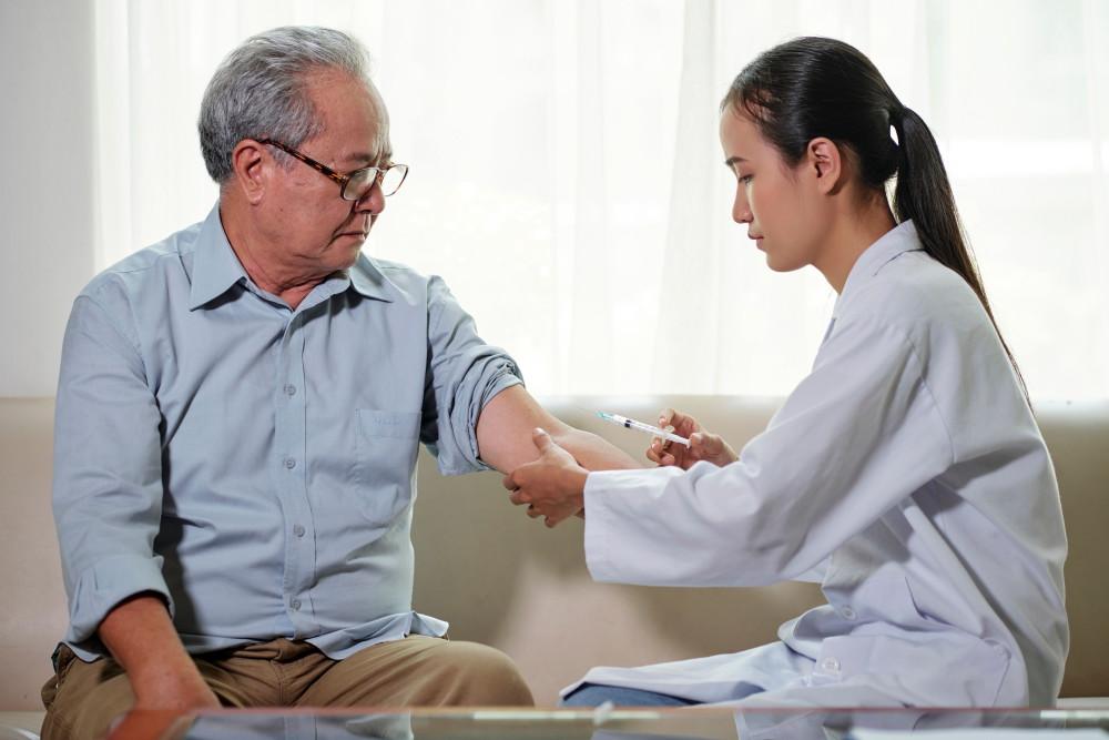 """流感疫苗""""一针难求"""":预约拼人品,黄牛3倍价兜售"""