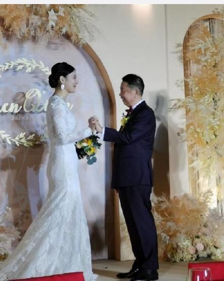 63岁紫金矿业董事长娶38岁妻子:她是座高品位金矿