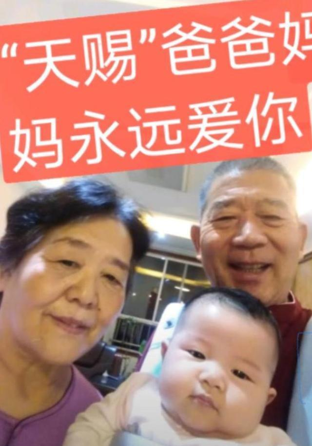 山东67岁产妇生女后靠母乳喂养 两姐妹年级差近40岁