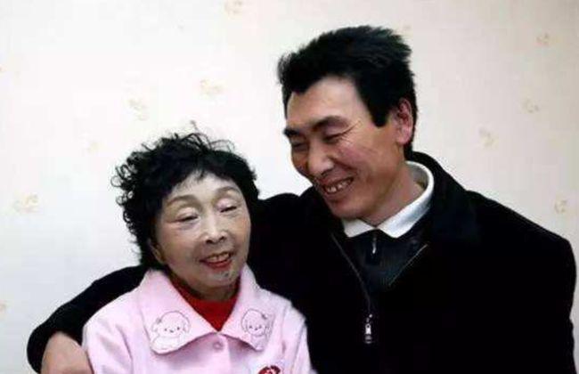东北小伙23岁时娶了58岁老太,婚姻维持21年还是离了