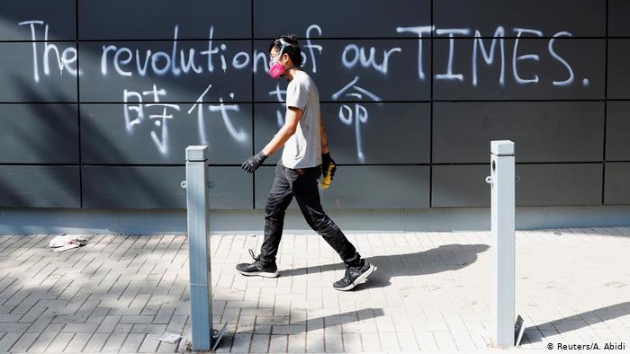 """香港""""最激烈""""选举今上演 政治版图或将剧变"""