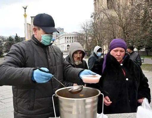 乌克兰人又一次站在十字路口 老百姓已买不起面包