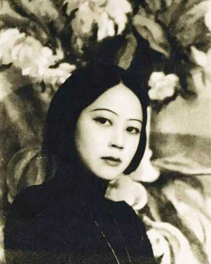 她是轰动巴黎的华人女画家,为爱不惜颠沛流离