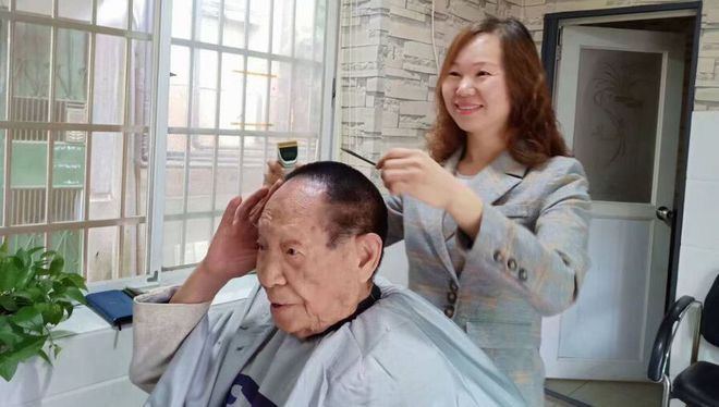 袁隆平生前为什么长达18年一直保持一个发型?