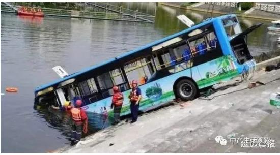 公交車作為隱喻:52歲男人最後的聲音