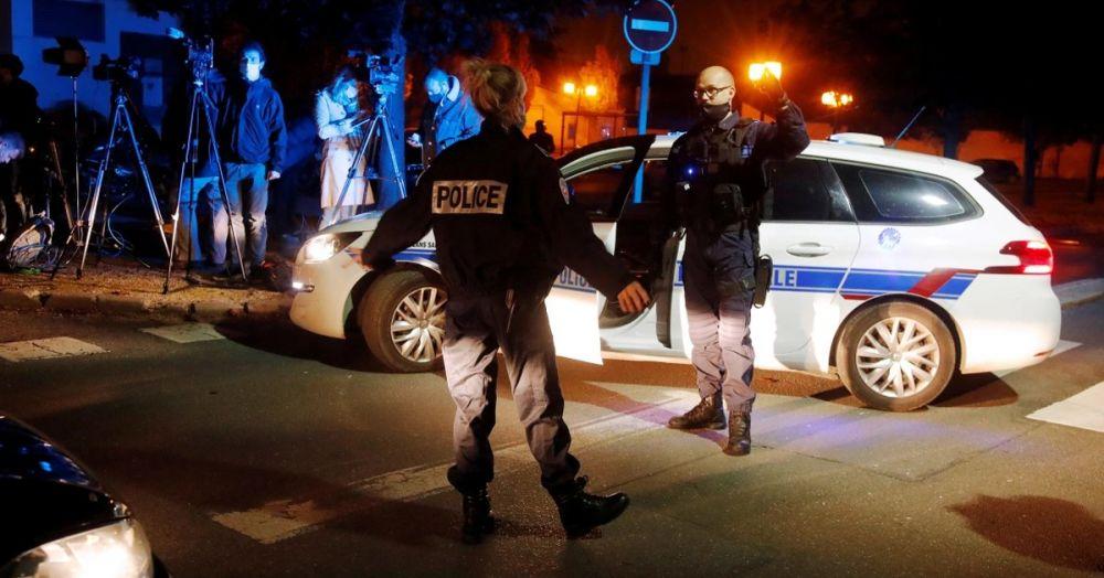震惊全法国!巴黎一名历史老师被恐怖分子当街斩首