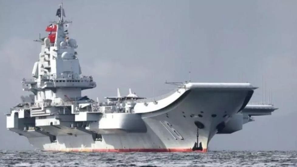 首例?辽宁号舰载直升机抵钓鱼岛 日战机紧急升空