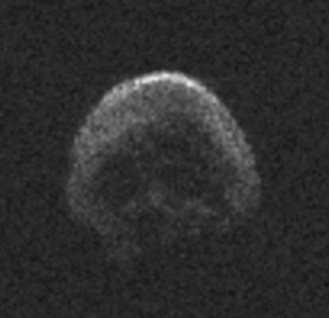 一颗巨大的骷髅头正靠近地球,双11准时出现(组图)